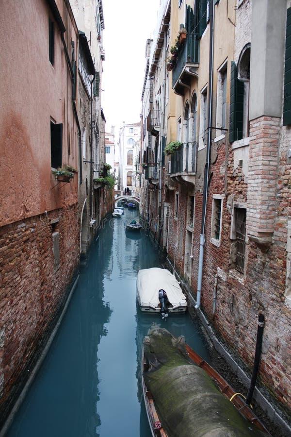 Venetië, Italië - Februari 02/2018 Mening van het kanaal Februari 2018 Venetiaanse architectuur stock afbeelding