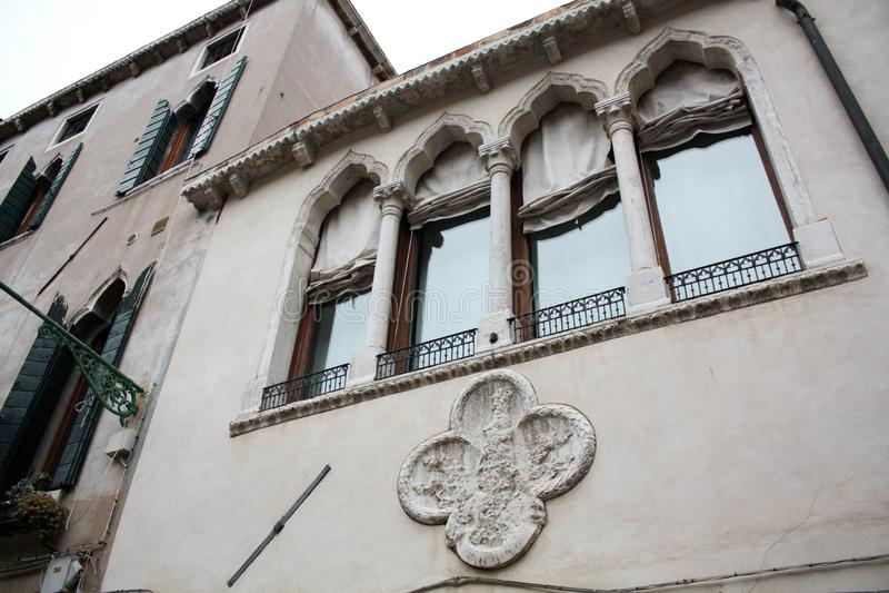 Venetië, Italië - Februari 02/2018 Mening van het kanaal Februari 2018 Venetiaanse architectuur royalty-vrije stock foto