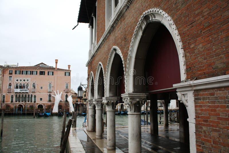 Venetië, Italië - Februari 02/2018 Mening van het kanaal Februari 2018 Venetiaanse architectuur royalty-vrije stock fotografie