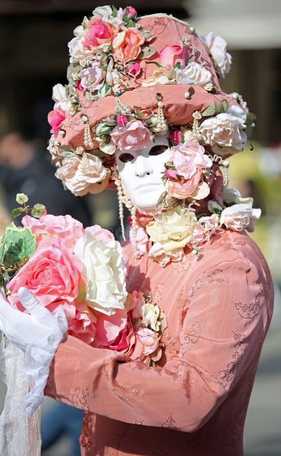 Venetië, Italië - Februari 5, 2018: persoon met roze kleding en whi stock foto