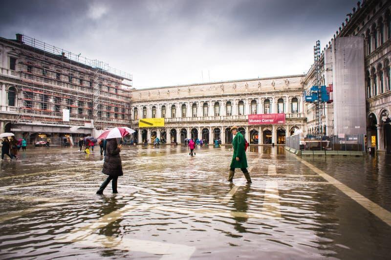 Venetië, Italië, 5 November 2018: Overstroomde het vierkant van San Marco stock foto