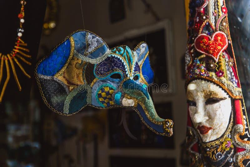 VENETIË, ITALIË - OKTOBER 27, 2016: Het authentieke masker van colorfull met de hand gemaakte Venetiaanse Carnaval in Venetië, It stock fotografie