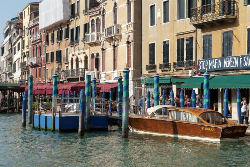 VENETIË, ITALY/EUROPE - 12 OKTOBER: Motorboot in Venetië I wordt vastgelegd die stock afbeeldingen