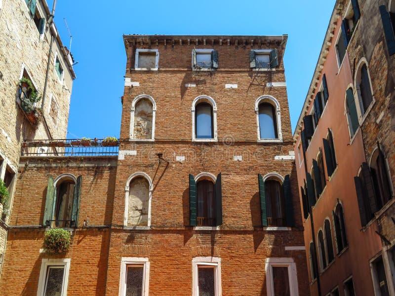 Venetië - Mening aan architectuur oude stad stock fotografie