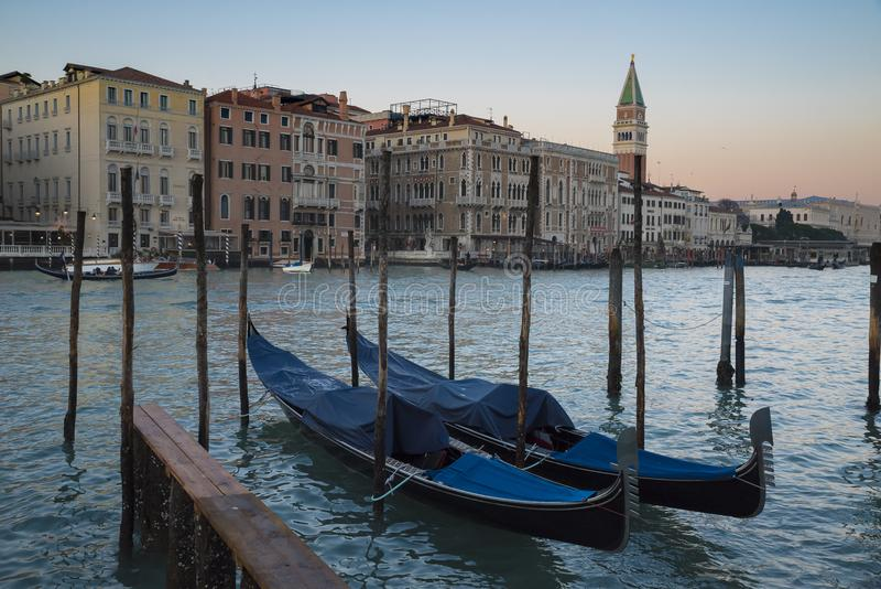 Venetië, mening van het grote kanaal met gondel royalty-vrije stock afbeelding