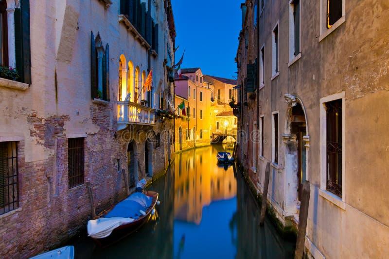 Venetië 's nachts, Italië stock fotografie