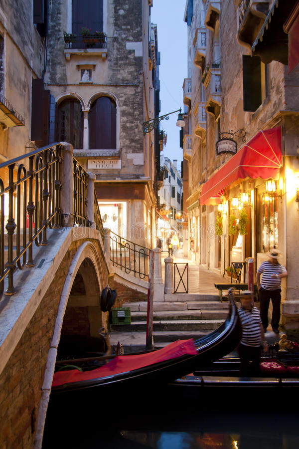 Venetië 's nachts in Italië royalty-vrije stock foto