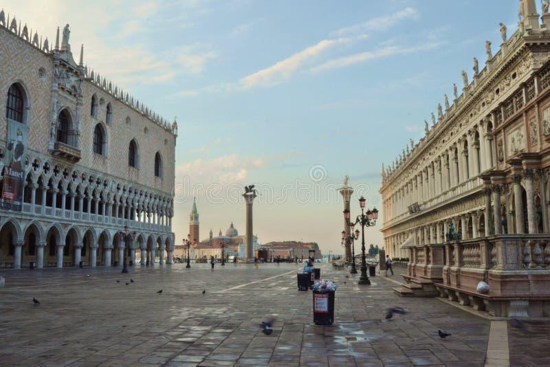 Venetië wanneer de dag begint stock foto