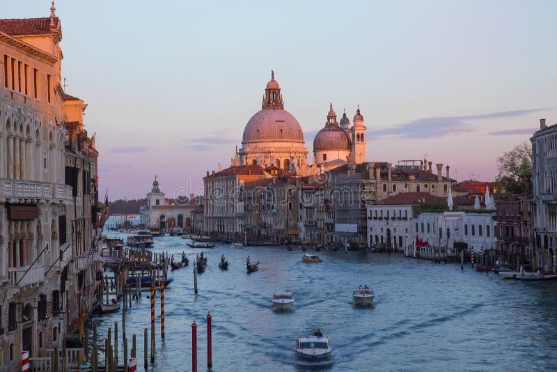 Venetië in zonsondergang stock afbeelding