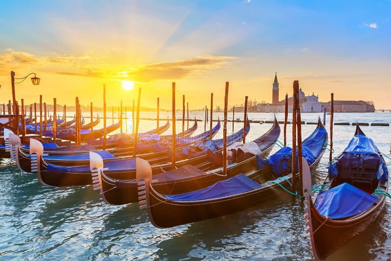 Venetiaanse gondels bij zonsopgang royalty-vrije stock foto's