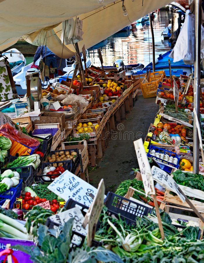 Download Venetian Floating Market editorial image. Image of fruit - 27979450