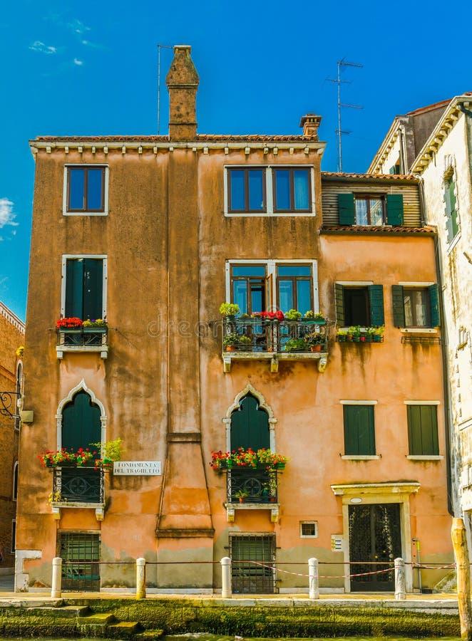 Venetian husfasad royaltyfria bilder