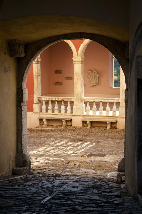 Venetian loggia, medeltida stad av Oprtalj, centrala Istria, Kroatien royaltyfria bilder