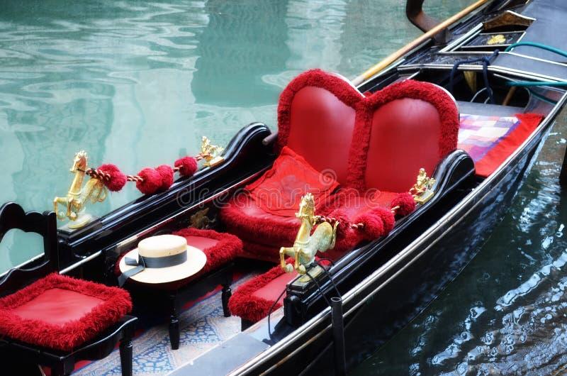 Venetian typisk fartyg - gondol arkivfoto