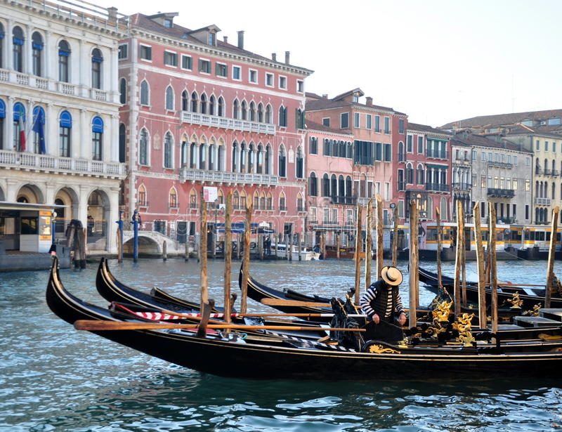 Venetianische Gondeln stockfotografie