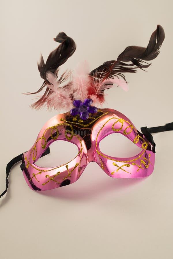 Venetianische Karnevalsschablone getrennt auf weißem Hintergrund Neues Jahr ` s Maske lizenzfreie stockfotografie