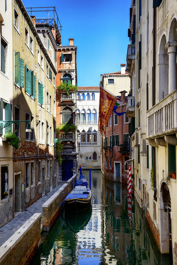 Venetianische Straße lizenzfreie stockfotografie