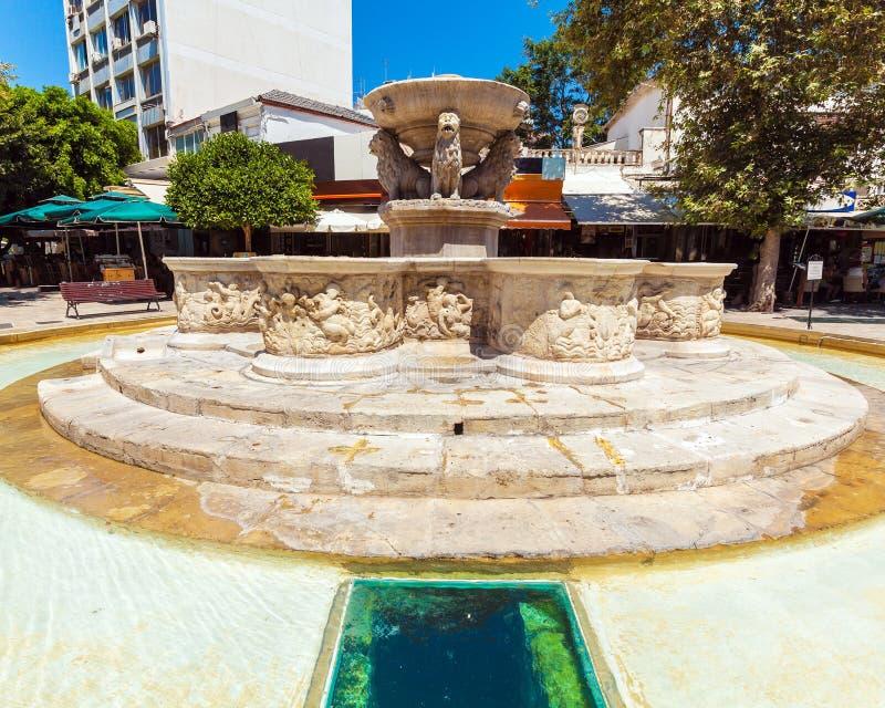 Venetianischer Morosini-Brunnen in den Löwen quadrieren, Iraklio, Kreta stockbild