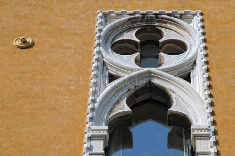 Venetianisches gotisches Fenster lizenzfreie stockfotos