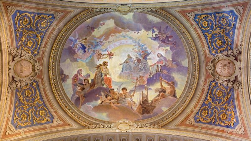 Veneza - fresco restaurado teto em Saint barroco Mary Magdalene ou Santa Maria Maddalena da igreja fotografia de stock