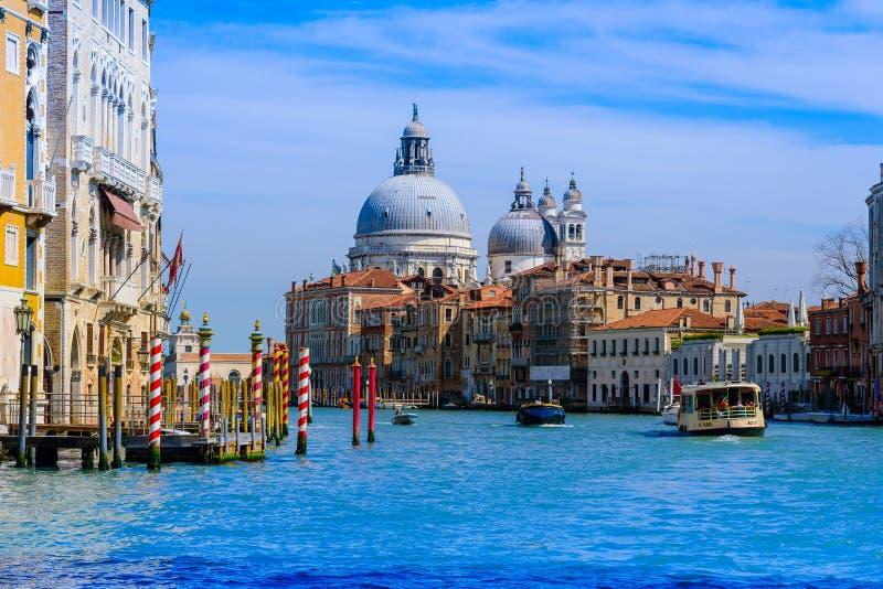 Veneza, Itália - 14 de abril de 2016: Vista de S Porto de Marco no Sa fotografia de stock