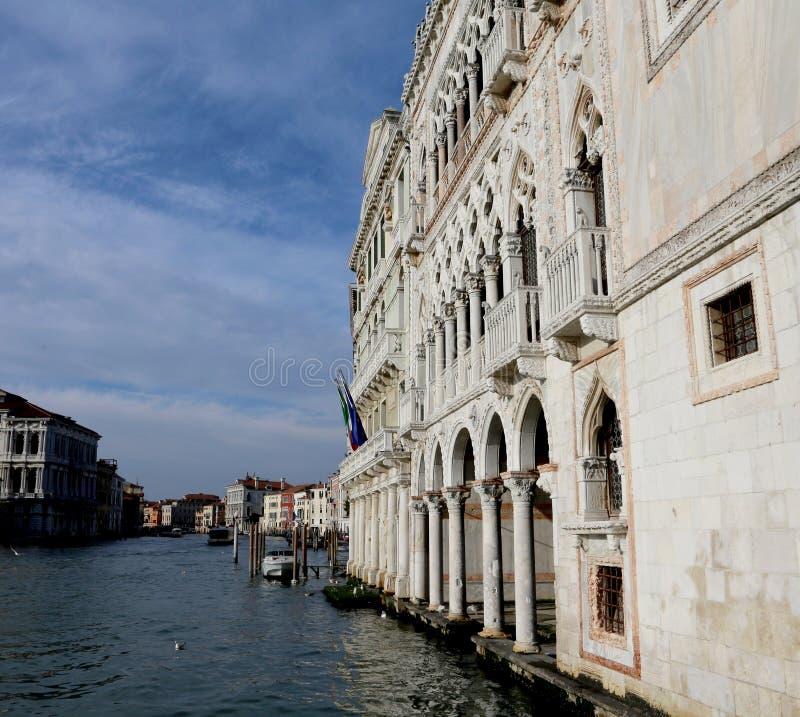 Veneza, Itália - 31 de dezembro de 2015: O palácio chamou o Ca D Oro que m imagens de stock