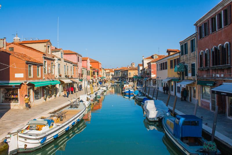 Veneza, Itália, o 14 de fevereiro de 2017 Cidade de Veneza de Itália Vista na ilha de Murano Paisagem Venetian fotos de stock royalty free