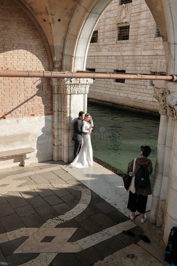 Veneza, Itália, sessão de foto do casamento do amanhecer imagem de stock royalty free