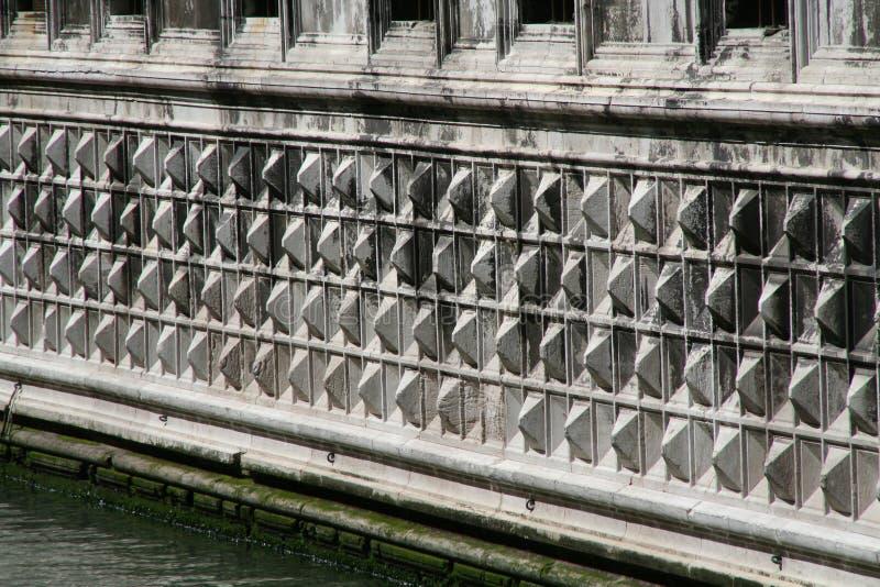 Veneza, Palazzo Ducale, detalhe da fachada na água foto de stock