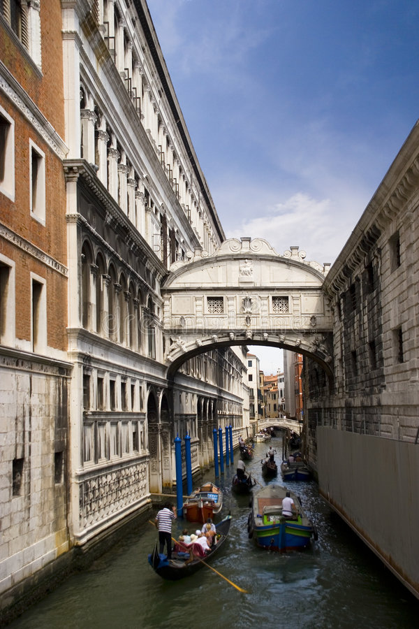 Veneza-ponte dos sighns imagem de stock