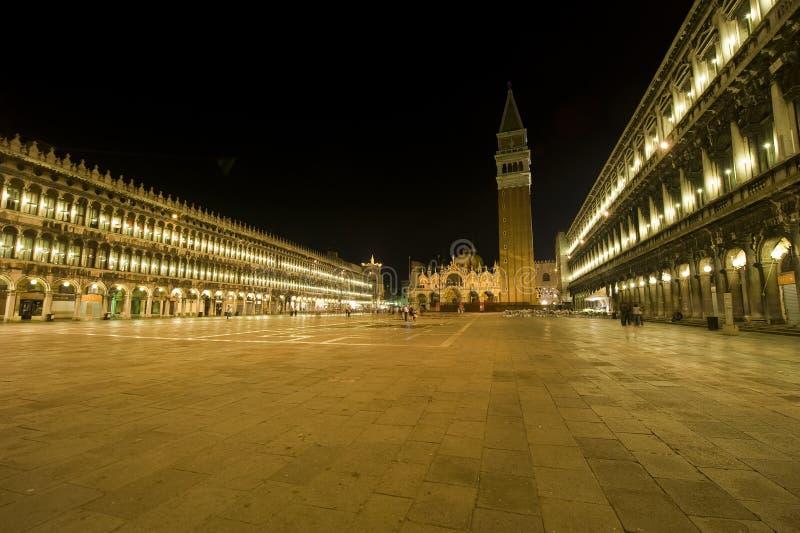 Veneza: St. Marca o quadrado na noite fotografia de stock