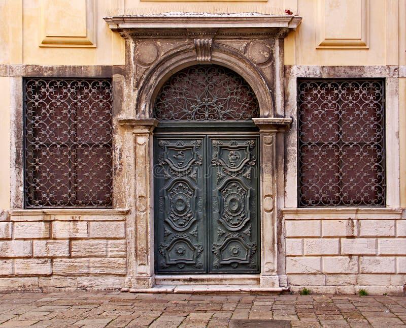 Venezia, ghetto, portello intagliato di legno fotografie stock libere da diritti