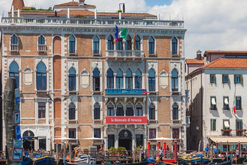VENEZIA, ITALIA - 15 GIUGNO 2016: Costruzione del ` Giustinian-Morosini su Grand Canal, Venezia, Italia di Palazzo Ca fotografia stock