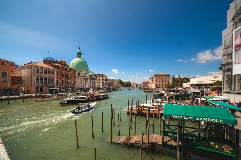 VENEZIA, ITALIA - 15 giugno 2016 vista a Grand Canal dal degli Scalzi di Ponte del ponte fotografie stock libere da diritti