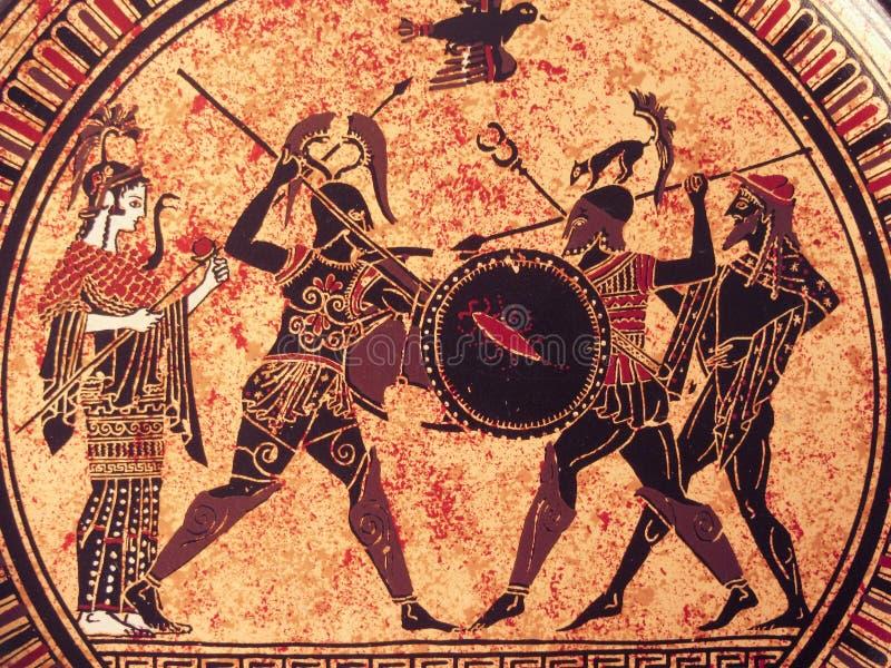 VENEZIA, ITALIA - 2 LUGLIO 2017: Dettaglio da una vecchia pittura greca storica sopra un piatto Eroi mitici e dei che combattono  immagini stock