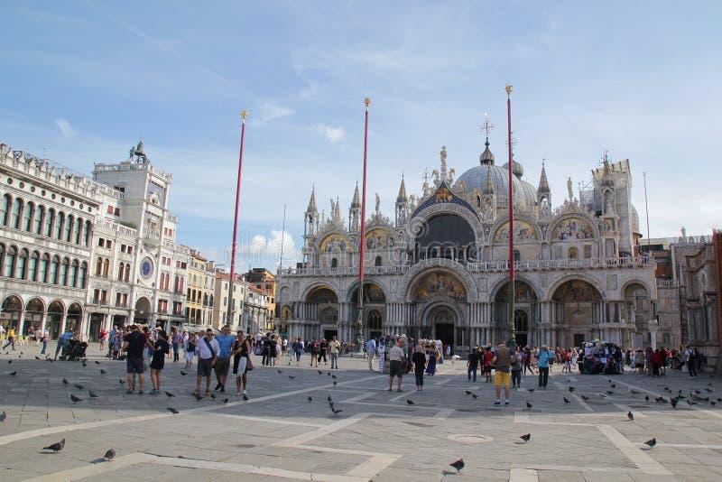 Venezia, Italia - settembre 04,2017: La basilica di bello St Mark nel cielo blu e nella nuvola immagine stock libera da diritti