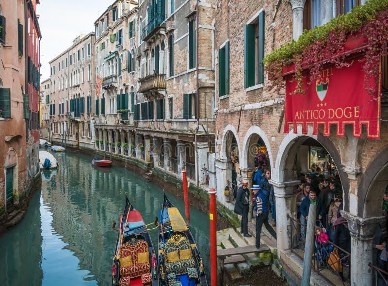 Venezia, Italien, am 6. Februar 2016: Venedig während der Faschingszeit Der Karneval von Venedig ist ein jährliches Festival, das stockfotografie