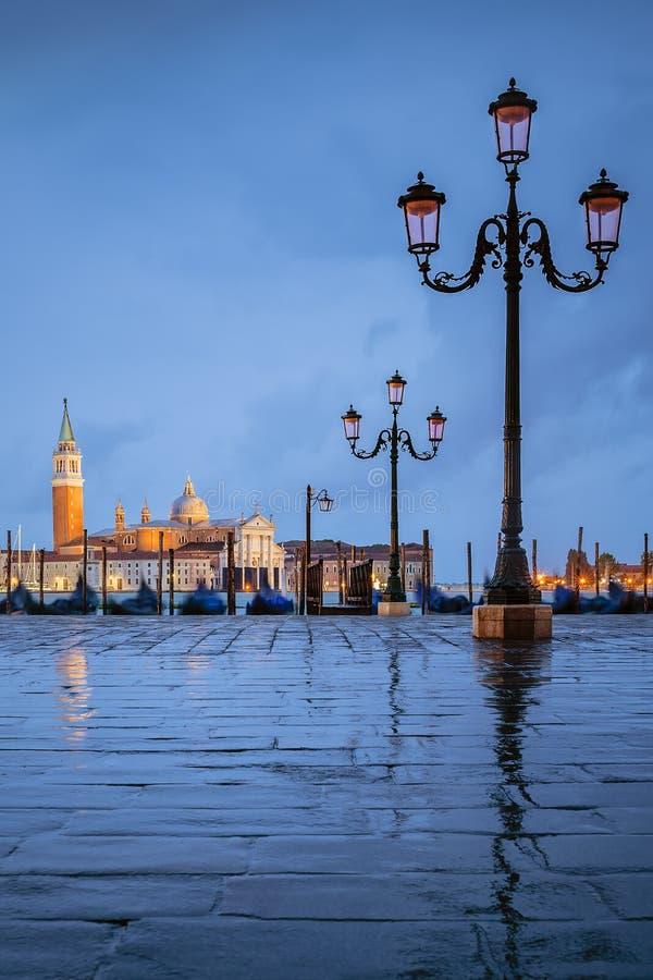 Venezia sotto la pioggia immagine stock immagine di for Sotto la pioggia ombrelli