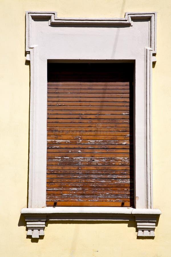veneziana de madeira de varese Italia do besnate em b concreto fotografia de stock royalty free
