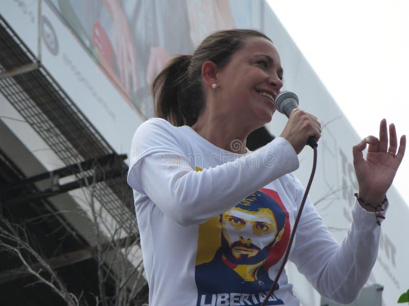 Venezolaanse Oppositieleider Maria Corina Machado die een toespraak geven in zitten-binnen binnen April 2017 Caracas Venezuela royalty-vrije stock afbeeldingen
