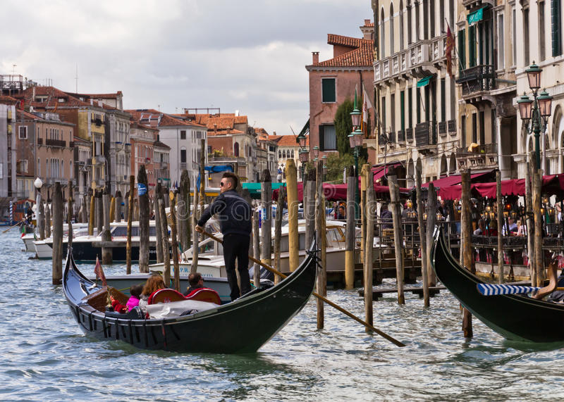 Download Venice Gondoliers editorial image. Image of transportation - 25290725