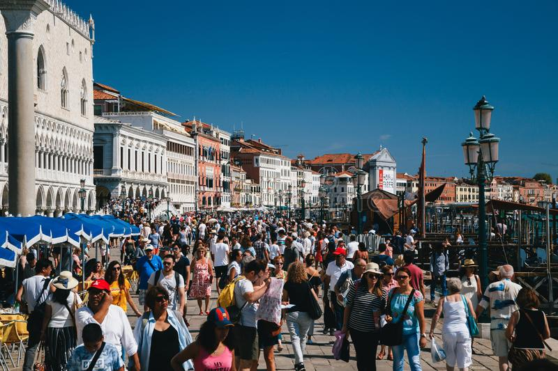 VENICE, ITALY - SEPTEMBER, 9 2018: Crowds of people at street near to St. Mark`s Square, Piazza San Marco, Doge`s Palace. And on Ponte della Paglia bridge royalty free stock photos