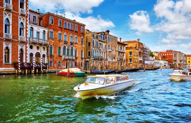 Venise, Italie Canot automobile chez Grand Canal images libres de droits