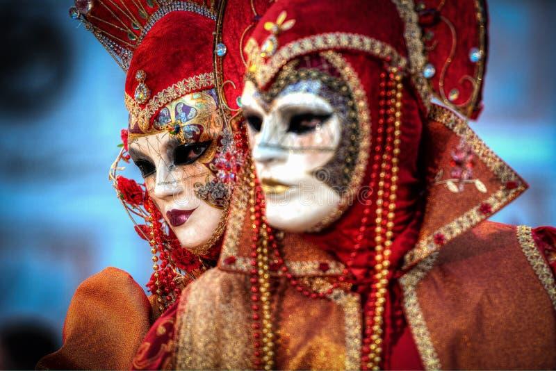 VENISE, ITALIE - 8 FÉVRIER : Personnes non identifiées dans le masque vénitien photo stock