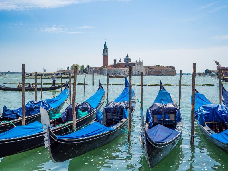 Venise, Italie, gondoles a amarré près de la place Piazza San Marco du ` s de St Mark image libre de droits
