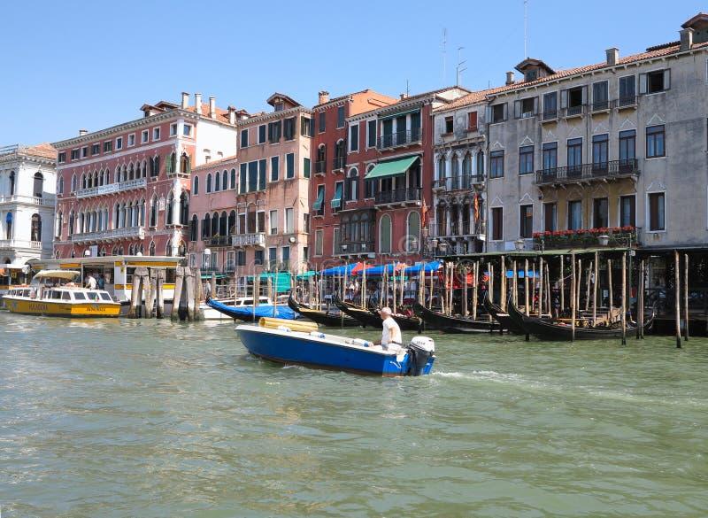 20 06 2017, Venise, Italie : Vue des bâtiments historiques et des canaux de la gondole photos libres de droits