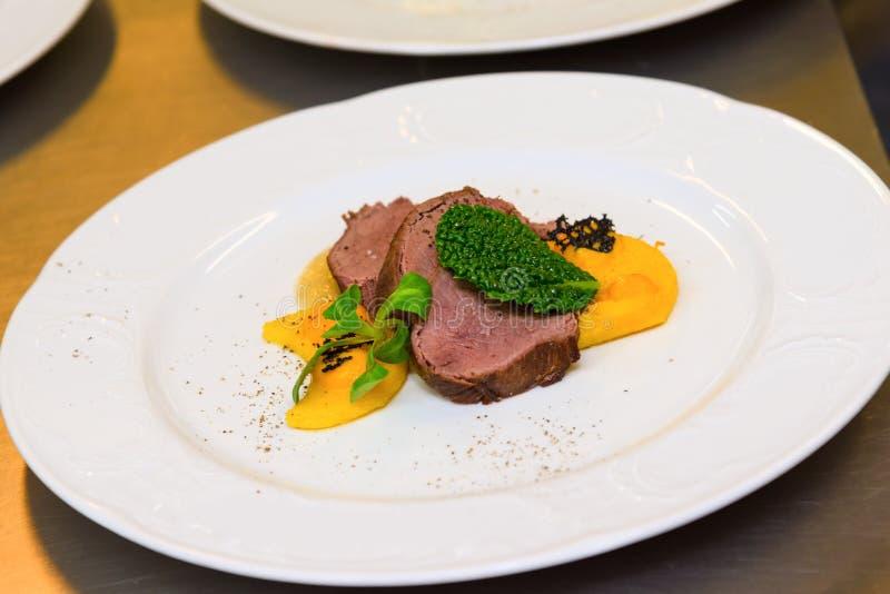venison γαστρονομικό γεύμα στοκ εικόνες