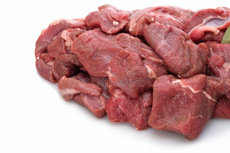 Venison goulash κινηματογράφηση σε πρώτο πλάνο κρέατος στο λευκό στοκ φωτογραφία