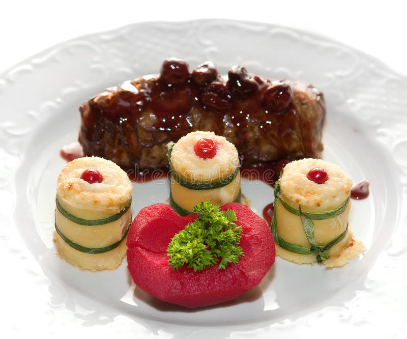 Venison with quince in cherry broths