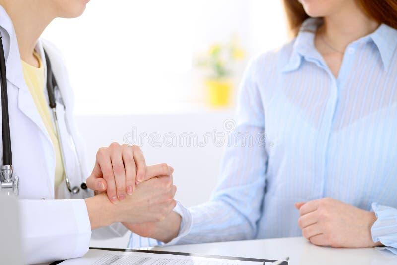 Vennootschap, vertrouwen en medisch ethiekconcept stock foto's